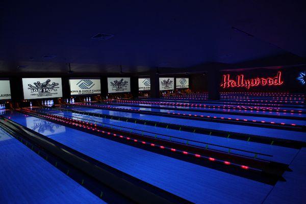 Jon Jay Celebrity Bowling Challenge 06